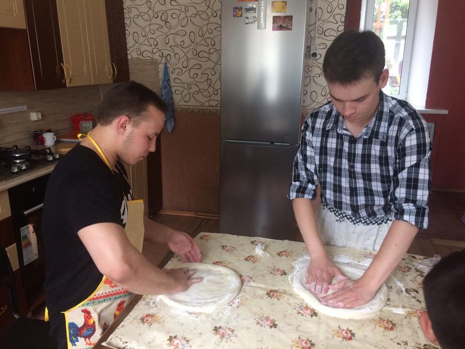 Ваня и Максим: как приготовление пиццы сближает друзей