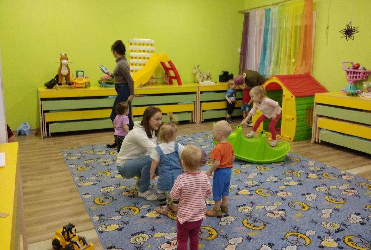 Кто работает в детском центре?